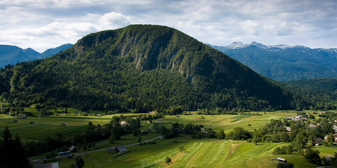 3 - Uskovnica and Zajamniki alpine meadows