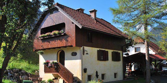 1 - Hiša ob potoku, Mojstrana