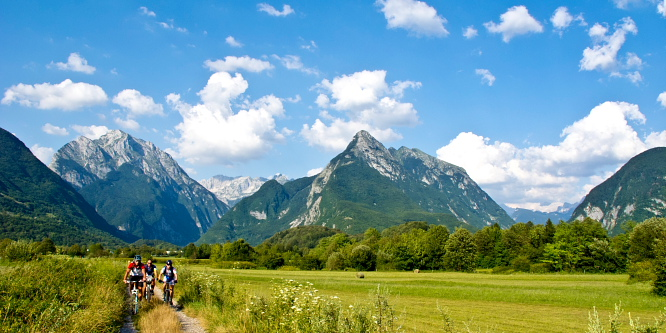 6 - Okoli Polovnika - planini Zaprikraj in Golobar