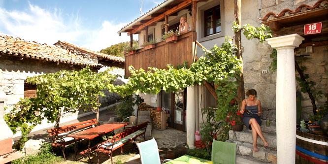 3 - Hostel Xaxid