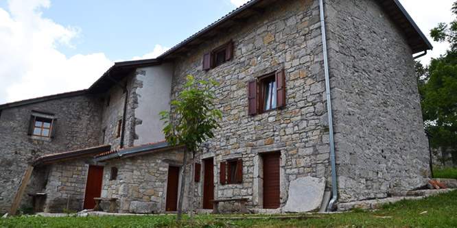 3 - Kamnite hiše Robidišče