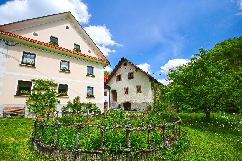 turisticna kmetija zelinc cerkno slovenija
