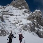 8-Alpinisti gredo proti grapam