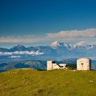 12-Pogled proti Kamniško-Savinjskim Alpam iz vrha Blegoša