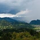 16-Pogled proti Julijcem v oblakih iz gradu