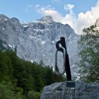 8-Spomenik žrtvam gora in Triglav v dolini Vrata