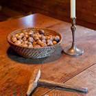 30-Priročna luknja za trenje orehov