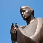 9-Spomenik pesnika Simona Gregorčiča v Kobaridu