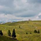 26-Pogled proti kapeli Marije Snežne iz poti proti Mali planini