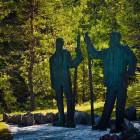 24-Spomenik Franu Kocbeku in Johannesu Frischaufu od Domu planincev