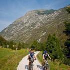 1-Vzpon s kolesom proti vasi Na skali