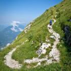 9-Stara mulatjera se položno vije proti vrhu Krna