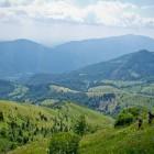 33-Pogled v dolino: Matajur in Kolovrat sta v ozadju